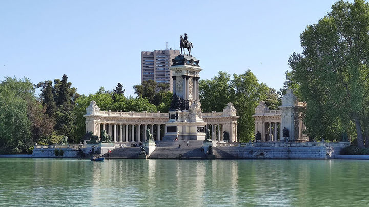 El Retiro y otros ocho parques de Madrid balizan zonas de 12.00 a 18:00 horas