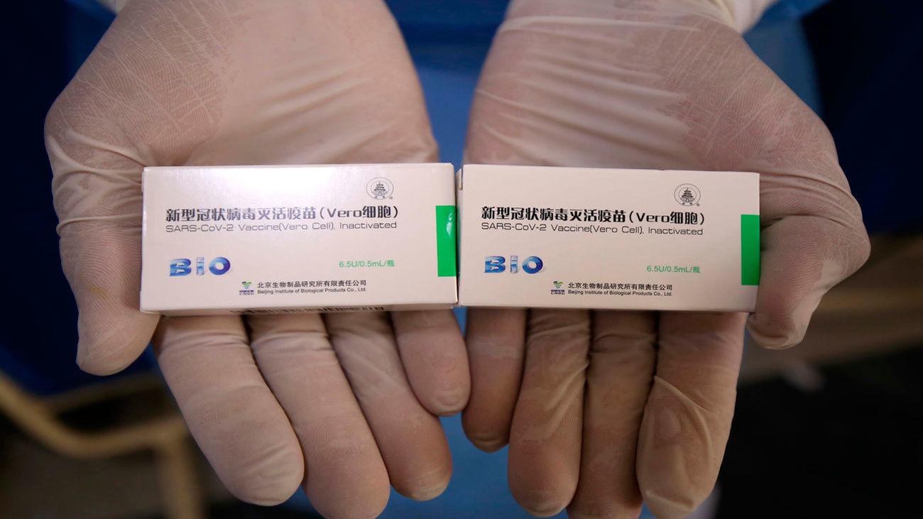 La OMS aprueba uso de emergencia de vacuna china Sinopharm