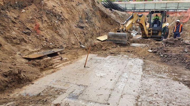 Sorpresa en unas obras en Vicálvaro al  'tropezar' con los restos de la fuente de San Pedro