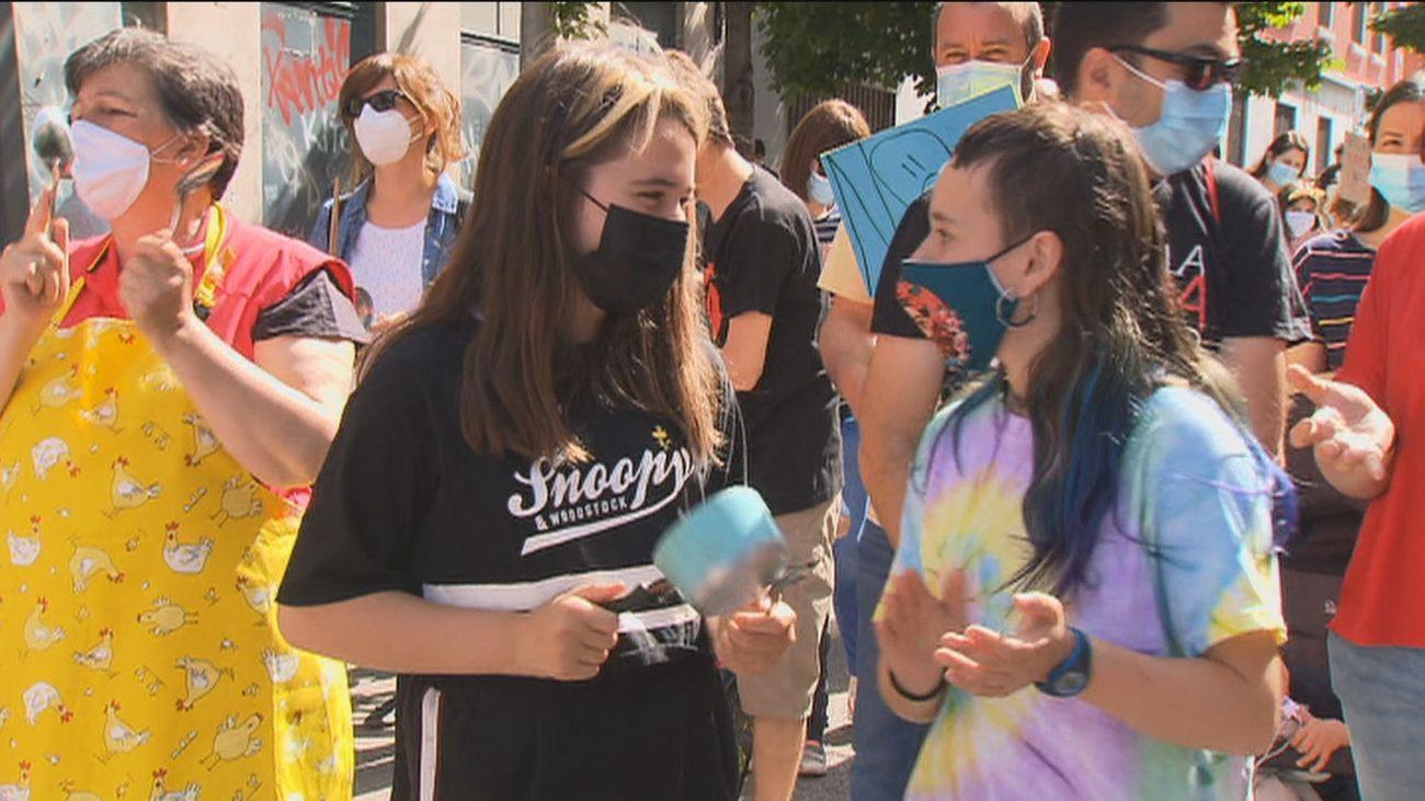 Cientos de vecinos protestan en Arganzuela contra las 'cocinas fantasma'