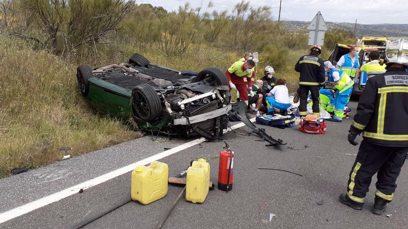 Salvan la vida a un hombre que volcó con su coche en Quijorna