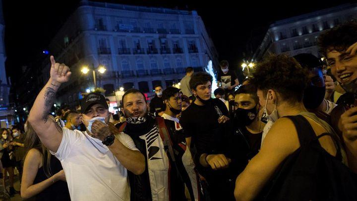 Los madrileños amanecen,  sin estado de alarma y con menos restricciones