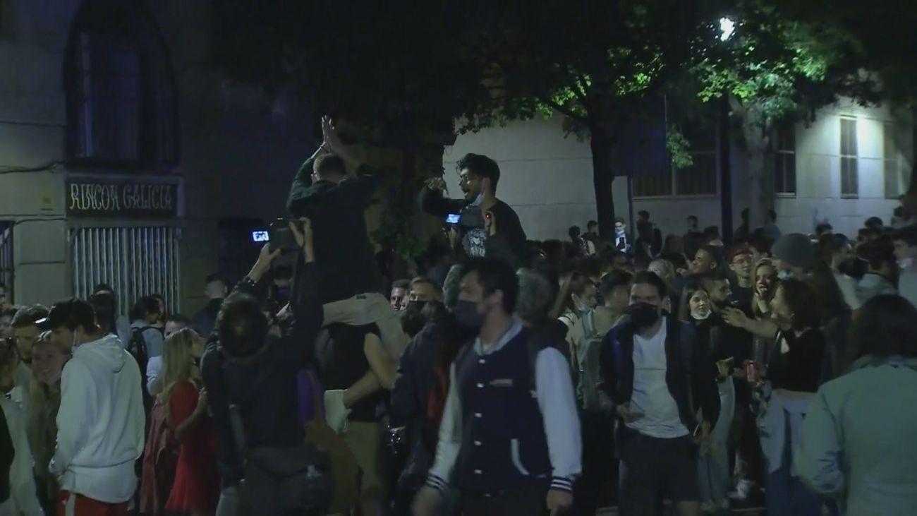 Desalojadas 6.500 personas por botellones masivos y aglomeraciones en Barcelona