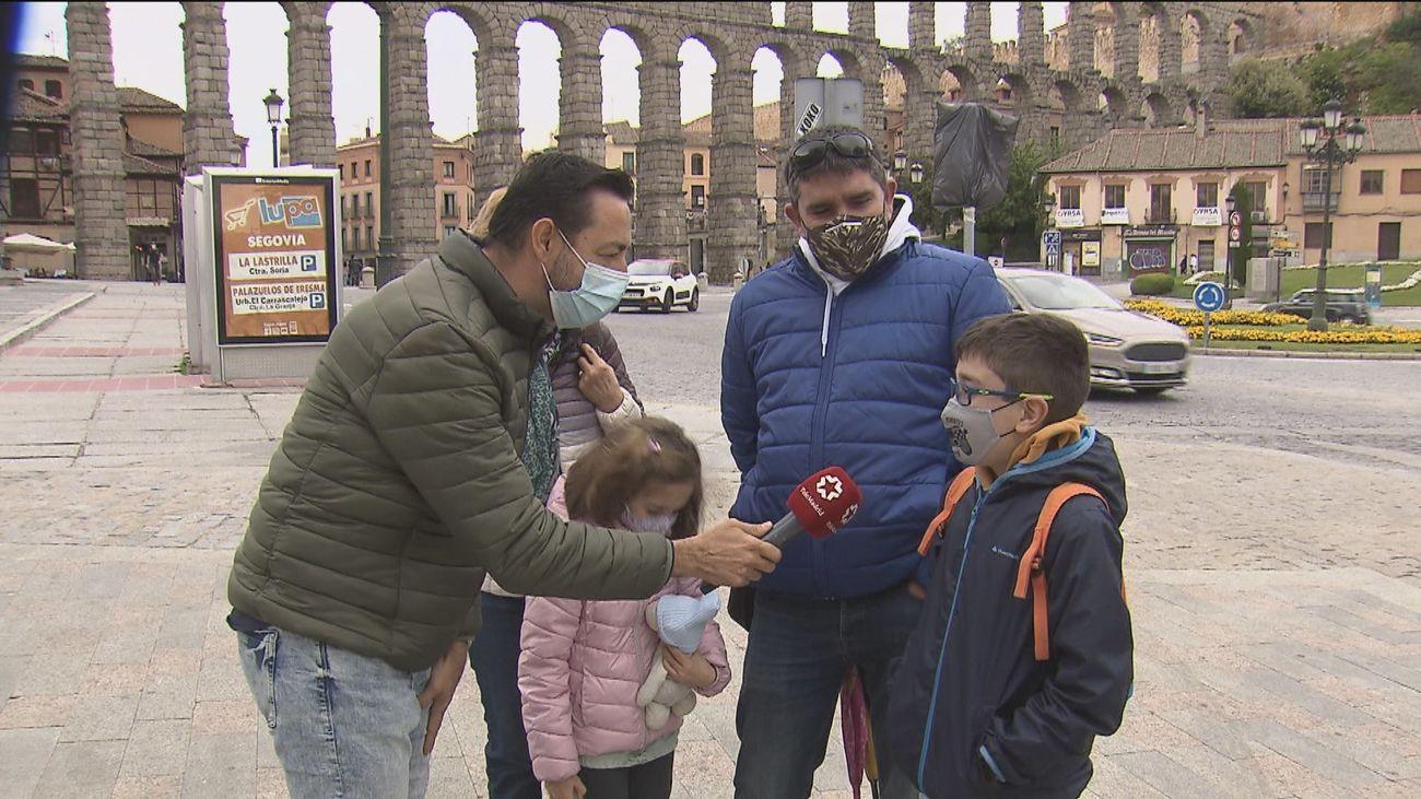 """Madrileños de turismo en Segovia: """"Teníamos muchas ganas"""""""