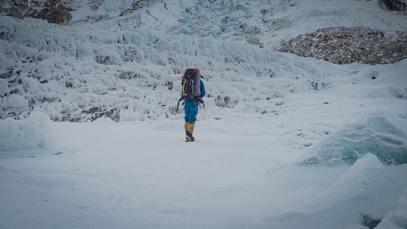 Alex Txikon alcanza el Campo 1 en su intento de ascender el Everest sin oxígeno