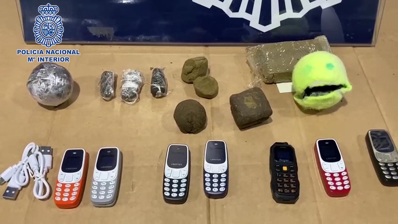 Detenido un expreso por lanzar bolas de tenis con hachís y móviles al patio de la cárcel de Alcalá Meco