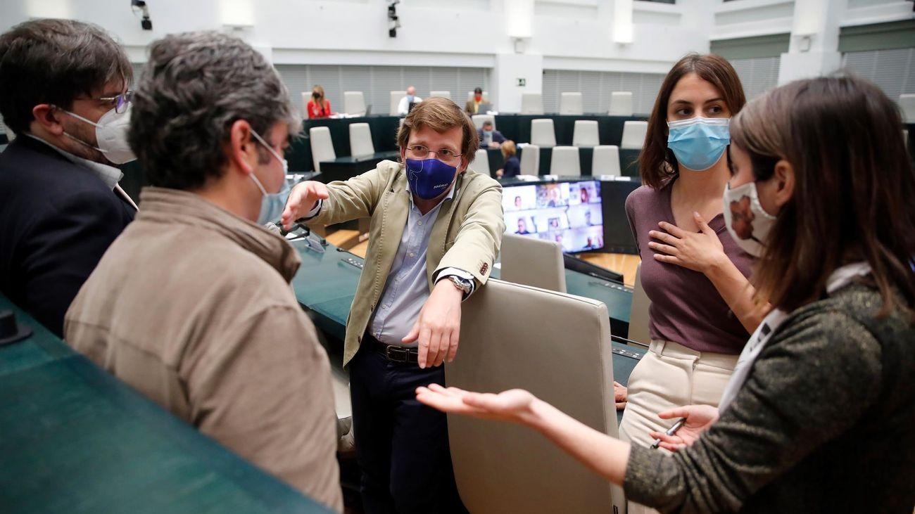 Ana Botella recibirá la Medalla de Honor con el  'no' del PSOE; Carmena también, con la abstención de Vox