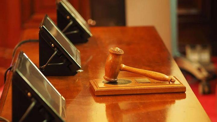Un juzgado extingue la pensión alimenticia a dos hijos que negaban el saludo a su padre
