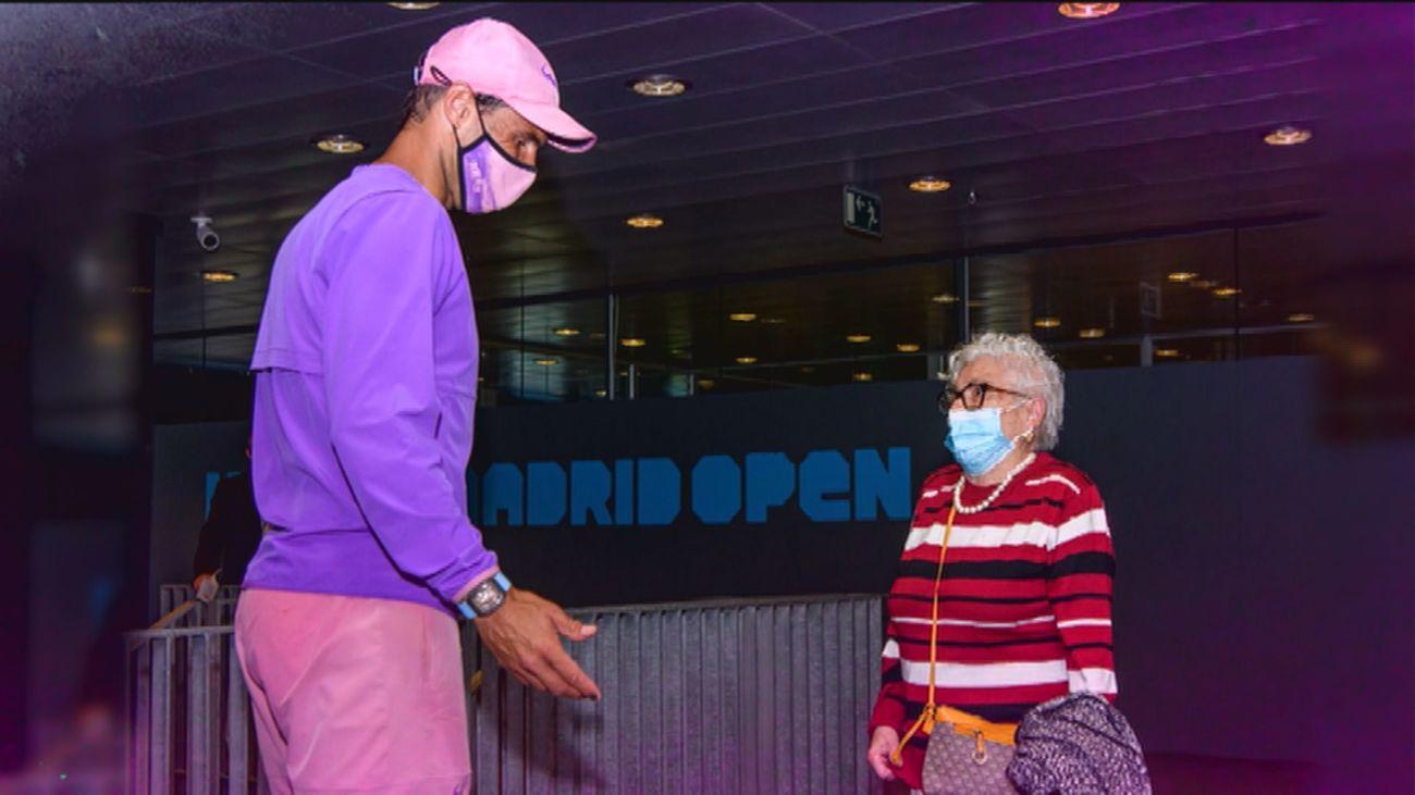 La emotiva sorpresa de Rafael Nadal a Manuela, una gran admiradora de 95 años con Alzheimer