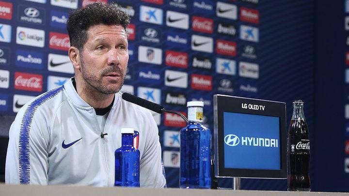 """Simeone: """"Debemos olvidarnos de los árbitros"""""""