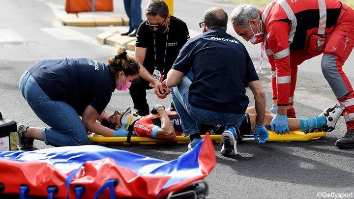 Grave caída y retirada de Mikel Landa del Giro