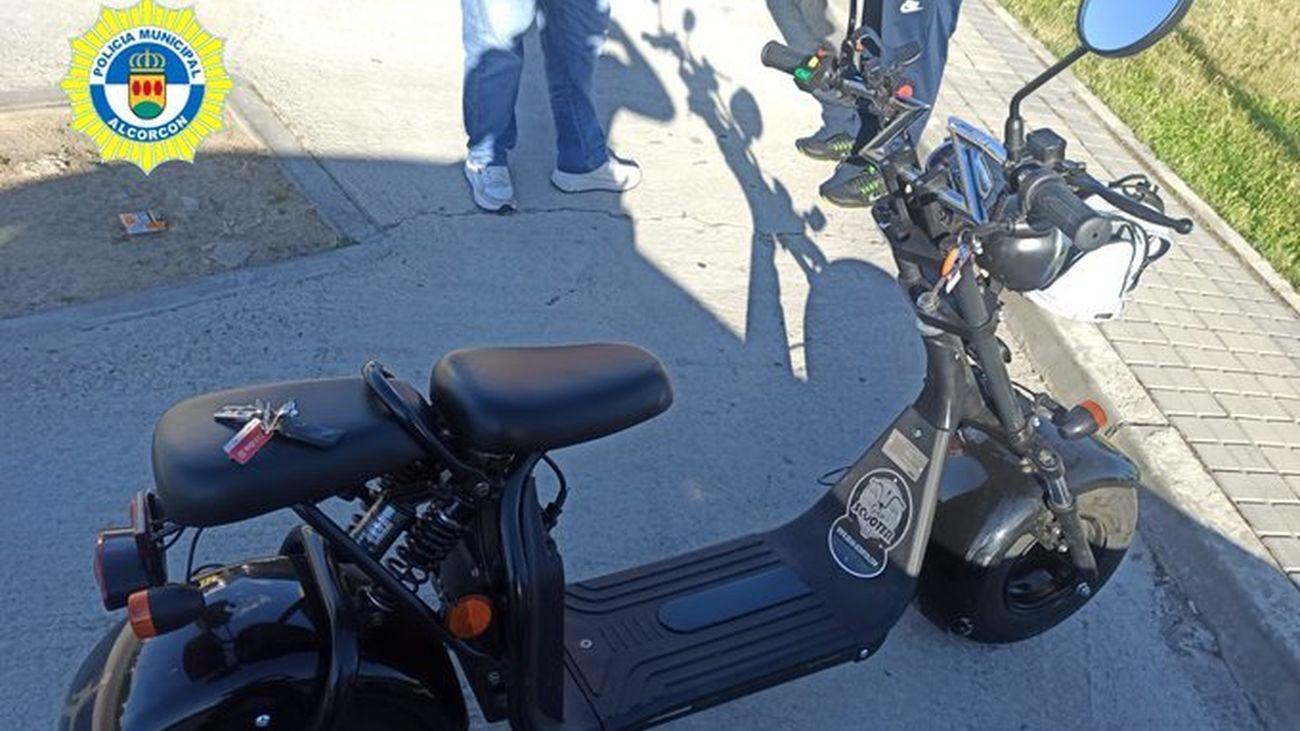 Ciclomotor con apariencia de patinete eléctrico