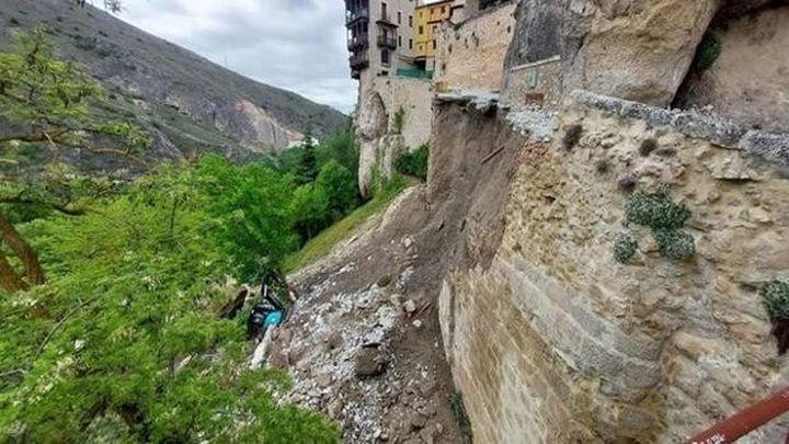 Se hunde el muro de la subida a las Casas Colgadas de Cuenca, sin heridos