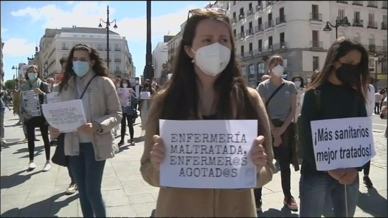 Minuto de silencio por los profesionales fallecidos por Covid en el Día de la Enfermería