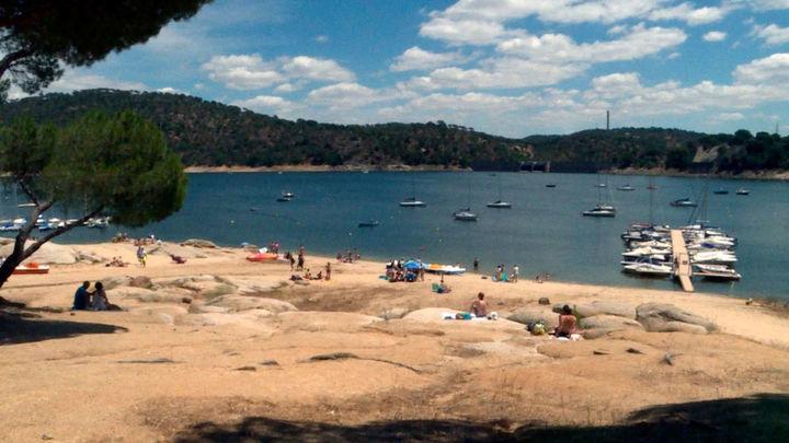 La alcaldesa de San Martín de Valdeiglesias pide una excepción para el baño en la playa de bandera azul