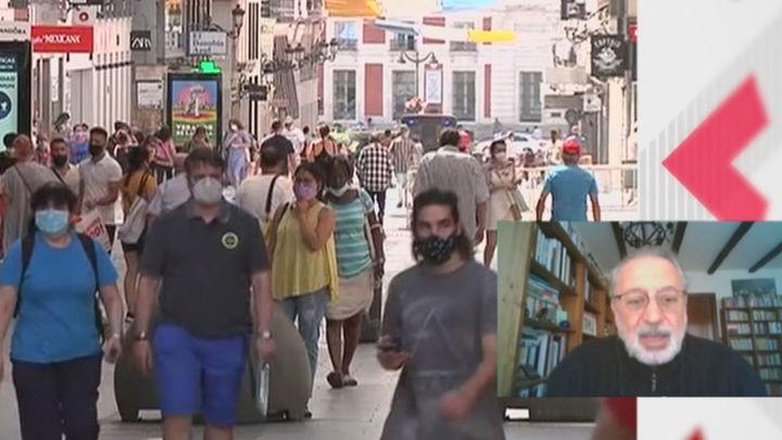 """López Acuña, epidemiólogo : """"Ninguna de las cifras ha mostrado que el aeropuerto de Barajas sea un coladero"""""""
