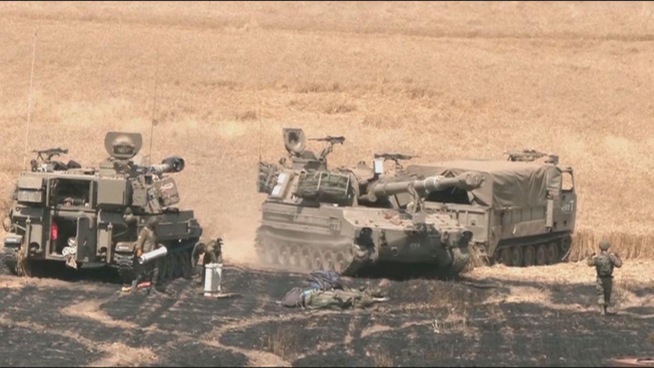 Gaza busca refugio bajo las bombas de la ofensiva israelí desde tierra y aire
