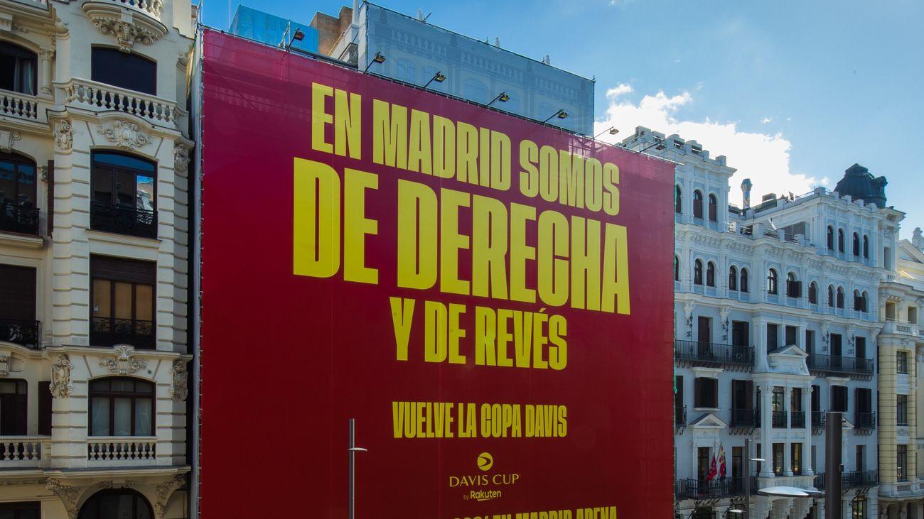 """""""En Madrid somos de derecha y de revés"""", la polémica publicidad de la Copa Davis en Gran Vía"""