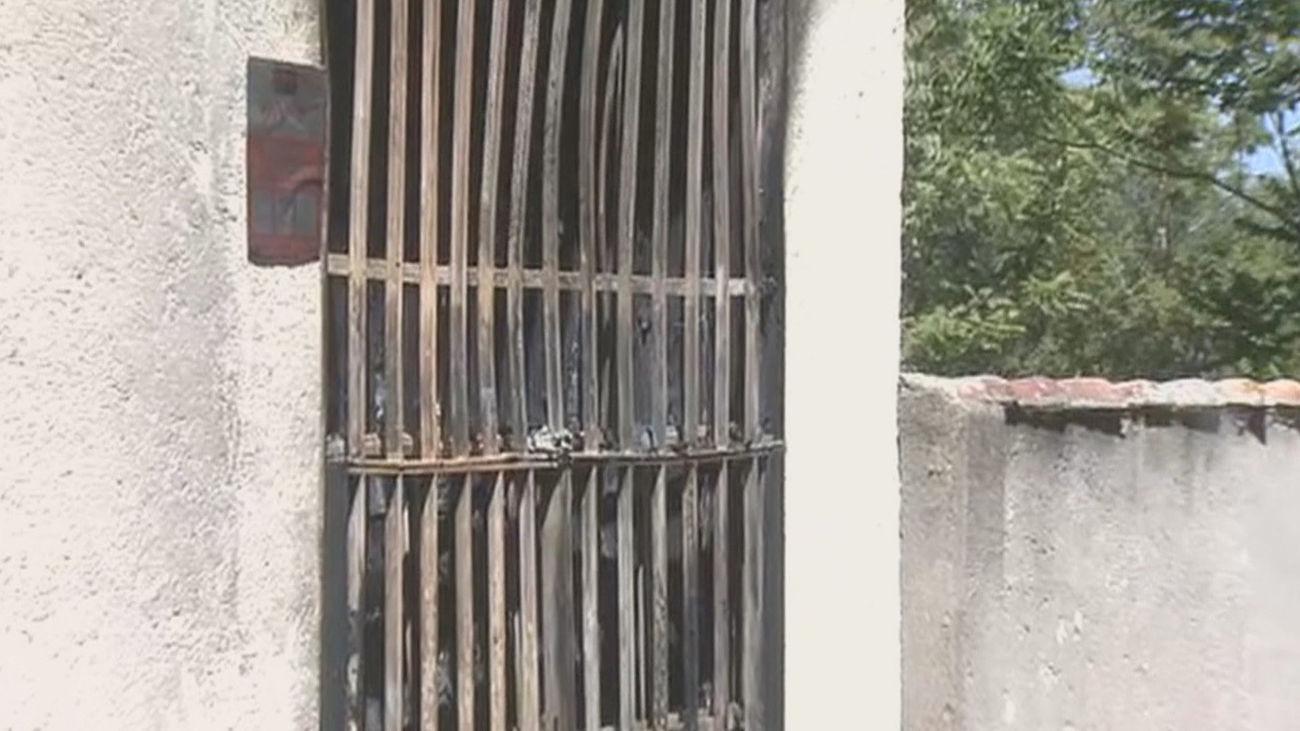 Atacan con un cóctel molotov un local de 'Hogar Social Madrid' en Fuencarral
