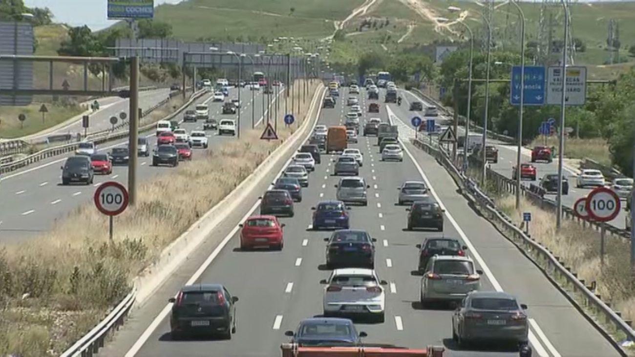 Las salidas de Madrid por carretera se han disparado un 40 % este viernes