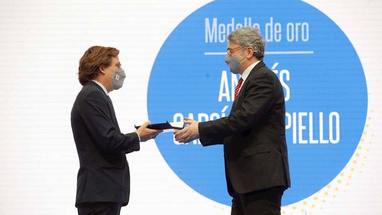 """Andrés Trapiello, Medalla de Oro, defiende que en la Constitución """"caben todos los madriles"""""""