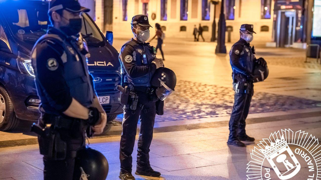 La Policía Municipal de Madrid realizó la pasada madrugada más de 450 intervenciones por aglomeraciones