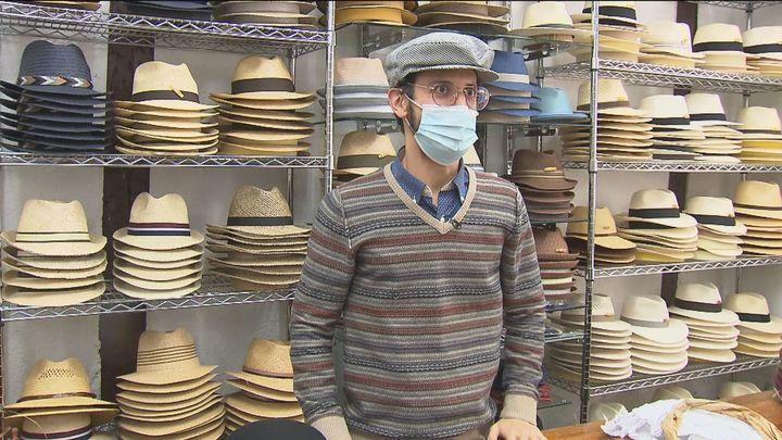 Las sombrererías madrileñas reciben encargos de parpusas hasta del extranjero