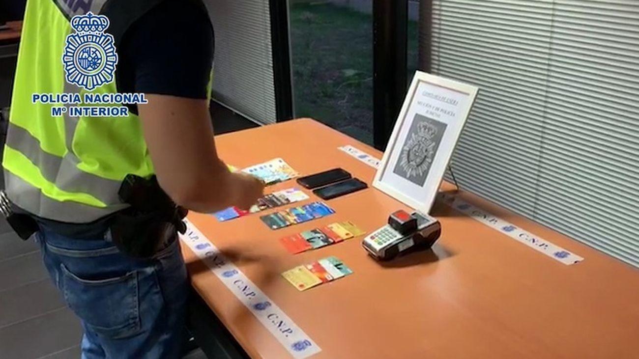 Tarjetas incautadas tras la detención del taxista