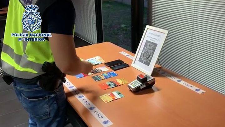 Detenido en Madrid un taxista por estafar a clientes mayores, robándoles sus tarjetas bancarias