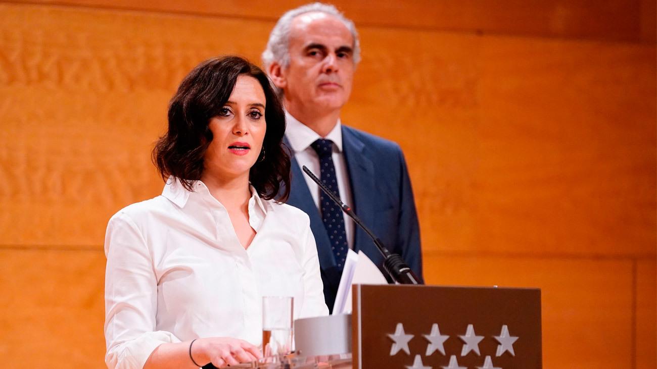 Isabel Díaz Ayuso y Enrique Ruiz Escudero en rueda de prensa del Consejo de Gobierno de la Comunidad de Madrid