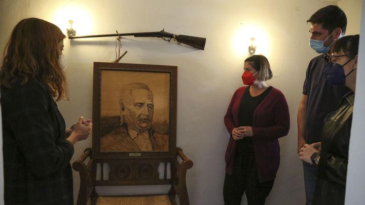 La alcaldesa de Móstoles y miembros de la corporación visitan la Casa Museo Andrés Torrejón