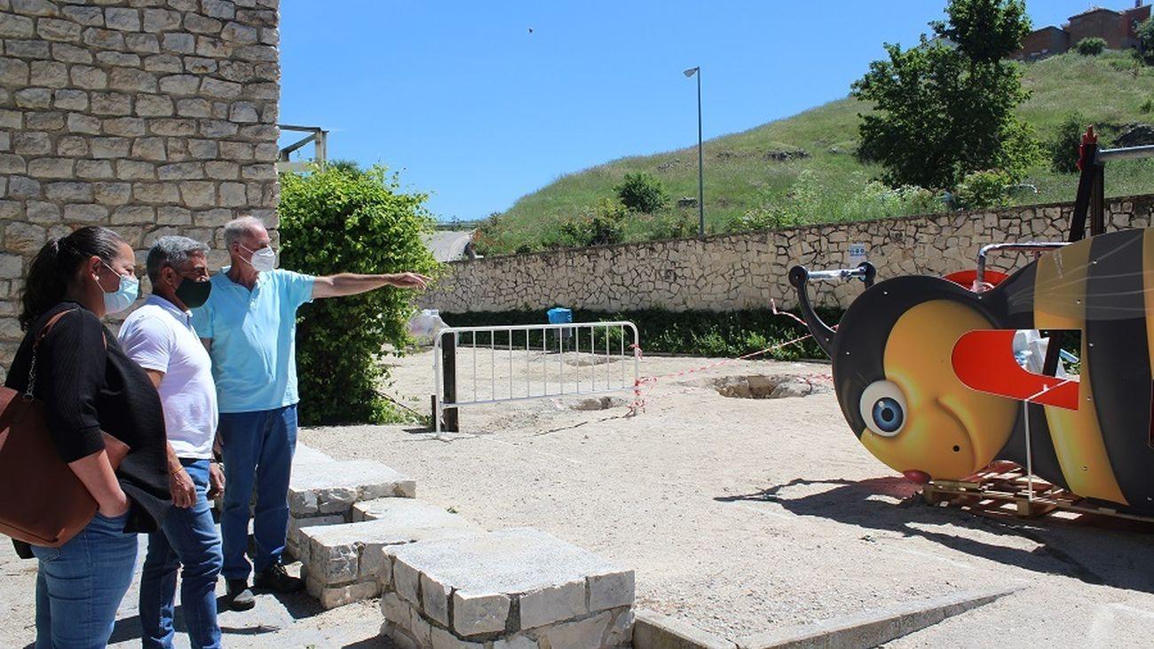 Visita municipal a los nuevos juegos infantiles de Campo Real