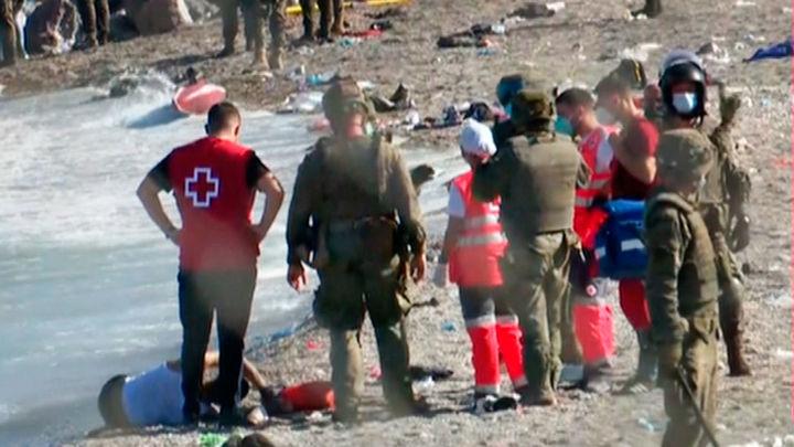 Así está atendiendo Cruz Roja a los migrantes que llegan a Ceuta