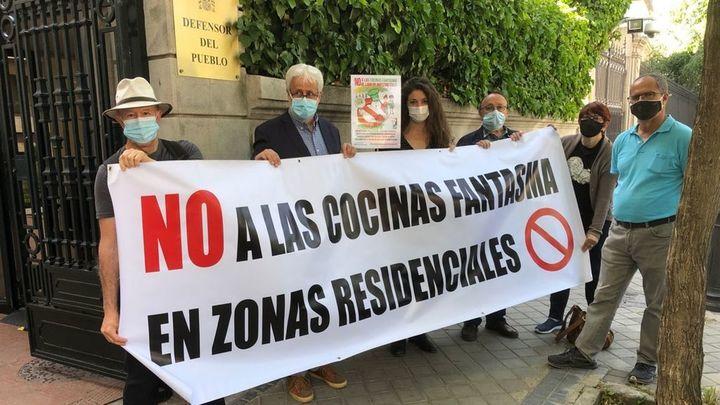 """Vecinos piden al Defensor del Pueblo que Madrid """"ponga coto"""" a las 'cocinas fantasma'"""