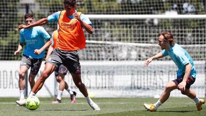 Varane regresa al grupo; Ramos apura opciones para reaparecer