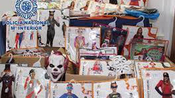 Detenido un matrimonio chino en Madrid con 10.000 disfraces y máscaras de héroes falsos para su venta