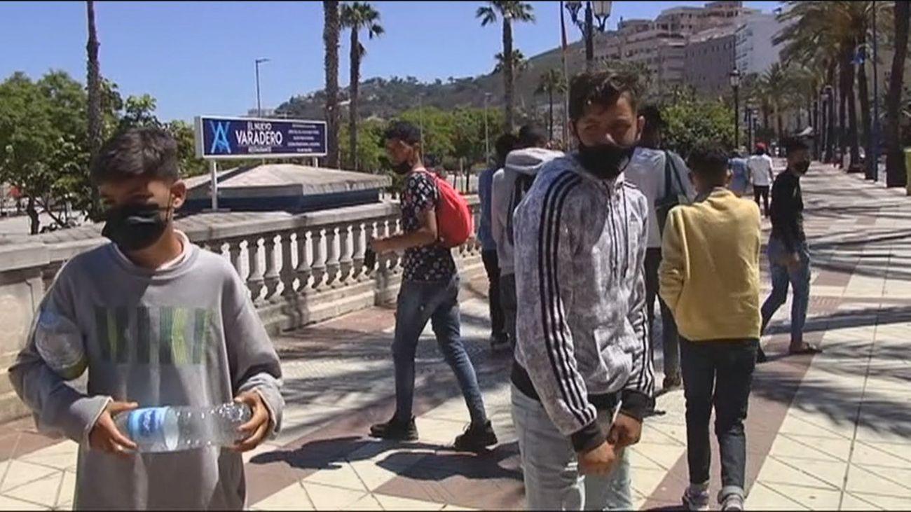Gobierno y comunidades acuerdan acoger a 200 menores que ya estaban en Ceuta