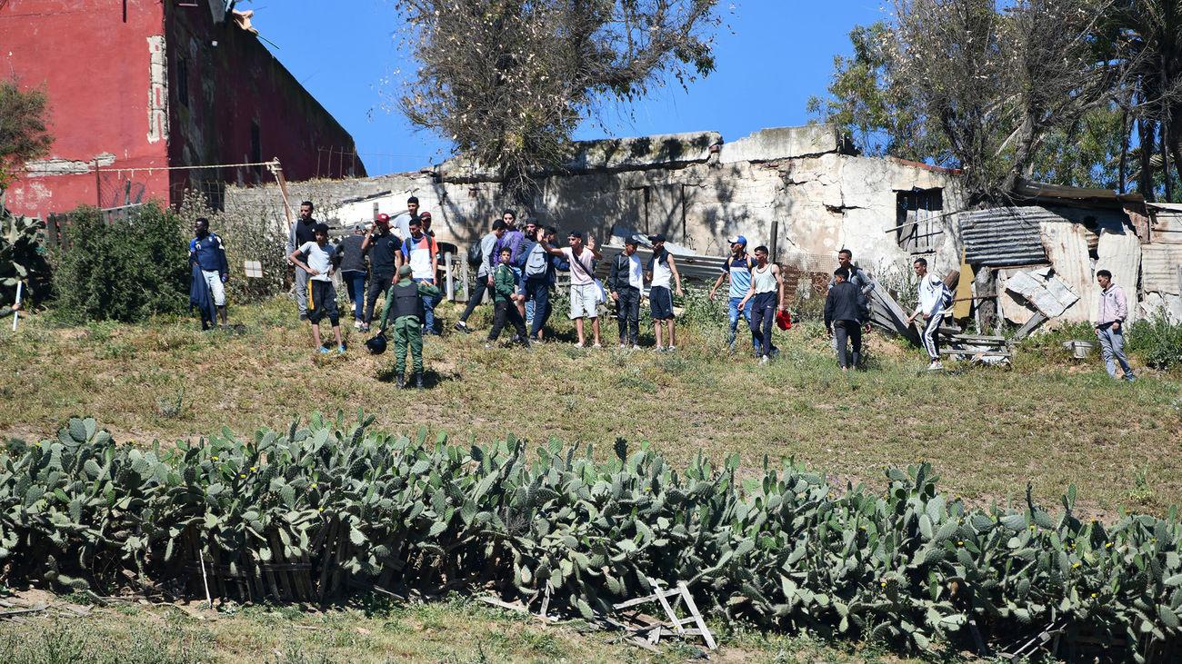 """Los vecinos de Ceuta preocupados por las consecuencias de la crisis migratoria: """"Es una invasión"""""""