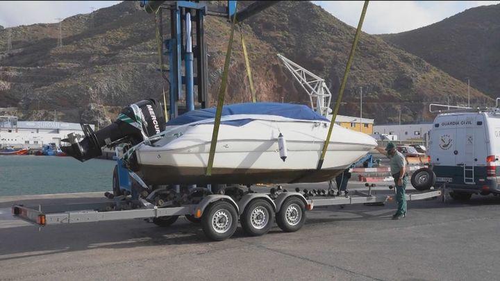La Guardia Civil vuelve a inspeccionar la lancha y el coche  del padre de las niñas desaparecidas en Tenerife