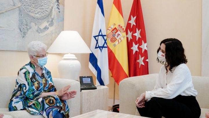 Ayuso se compromete con la embajadora de Israel a colaborar para erradicar el antisemitismo