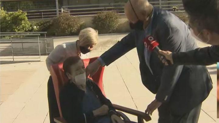 La fuerza del amor: Manuel recorre 70 km diarios para ver a su mujer enferma de Alzheimer que vive en una residencia