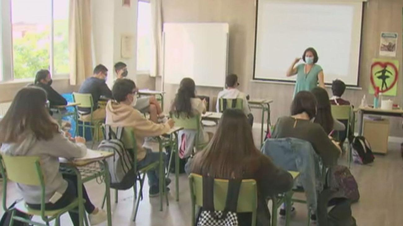 Madrid contratará a unos 3.000 profesores para el curso 2021-2022