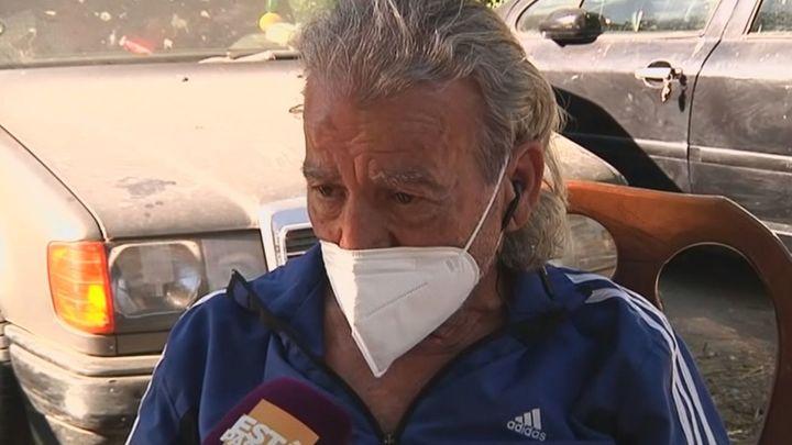 Yiyo, el hombre que vive en un coche en Villaverde, recibe un mensaje de su hija