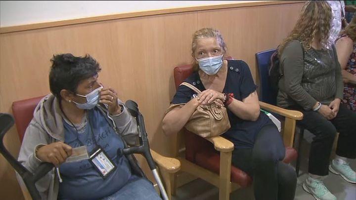 Primer día de vacunación masiva de las personas sin hogar en Madrid
