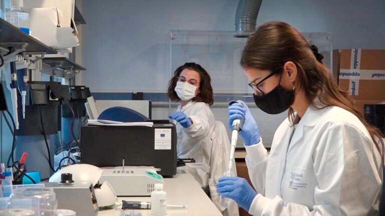 Investigadoras en un laboratorio científico