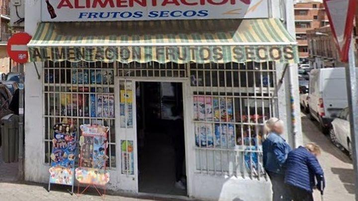Cuatro detenidos por robar con un cuchillo en tres tiendas de chinos en Alcalá y Loeches