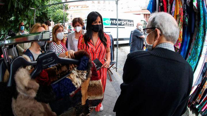 Los vendedores del Rastro sacan su inventario a la calle dos sábados al mes