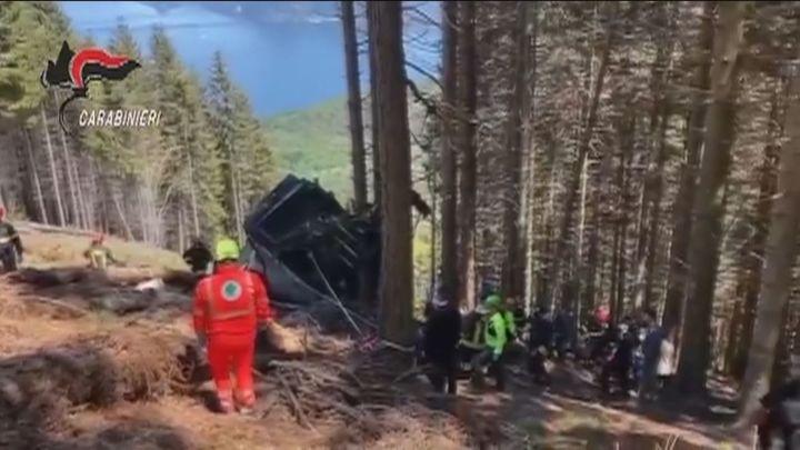 Catorce muertos al caer al vacío una cabina de teleférico en el norte de Italia