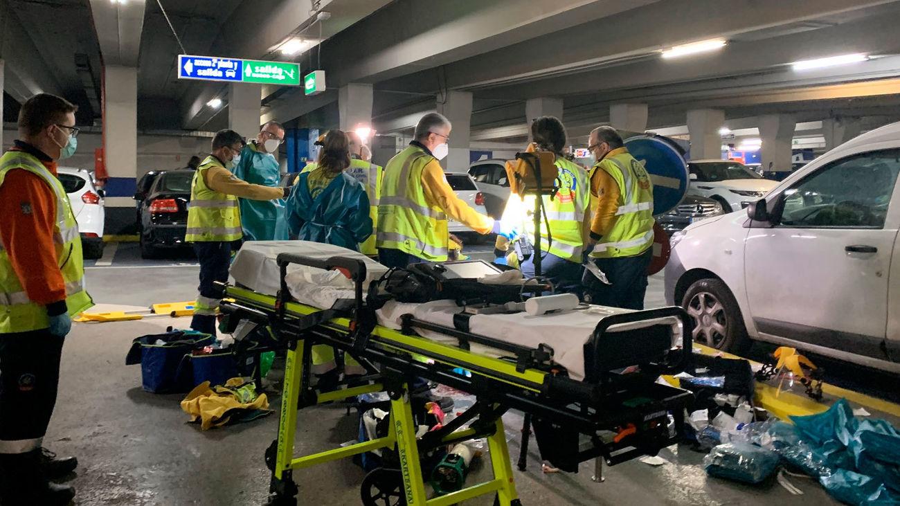 Servicios de emergencias en el parking de Santa Ana