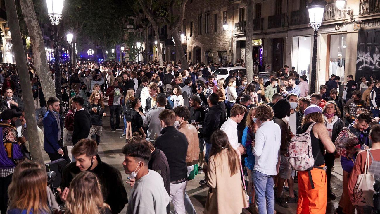 Desalojadas unas 4.000 personas en botellones y concentraciones en 31 puntos de Barcelona